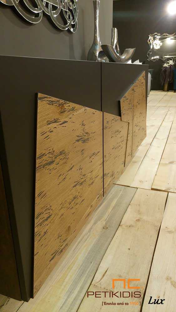 Μπουφέ Lux σε συνδυασμό λάκας και ρουστίκ δρυς ξύλο. Λεπτομέρεια πόρτας.
