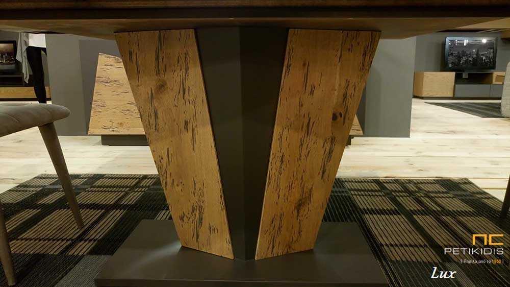 Τραπέζι Lux σε ξύλο δρυς ρουστίκ και λάκα με κεντρικό πόδι και δυνατότητα προέκτασης. Λεπτομέρεια ποδιού.