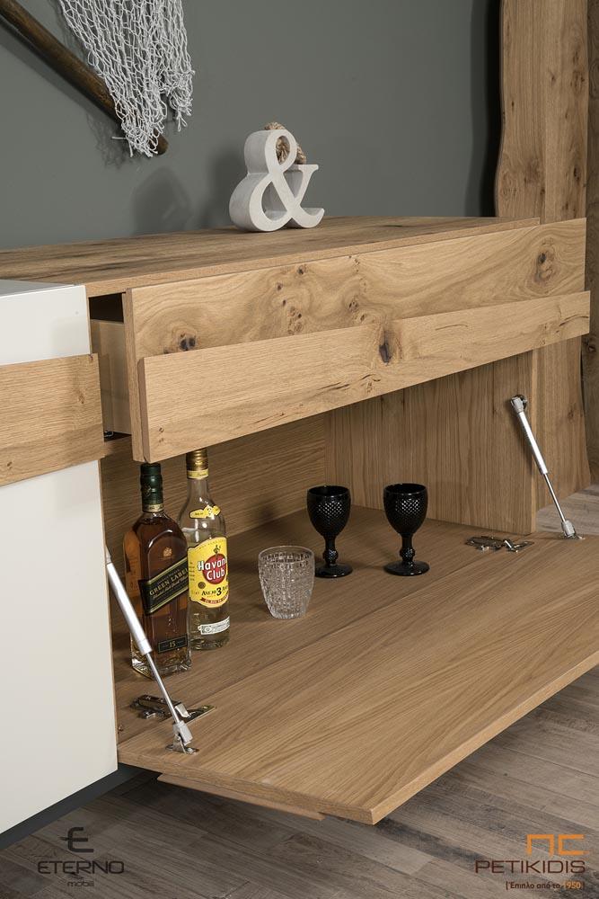 Μπουφές Free σε ξύλο ρουστίκ δρυς και λάκα.Διαθέτει ένα μεγάλο ντουλάπι,ένα μικρό και ένα συρτάρι. Λεπτομέρεια ντουλαπιών.