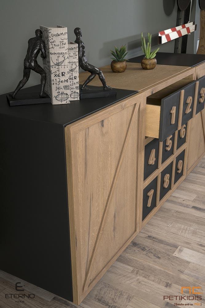 Μπουφές RUBIC από ξύλο ρουστίκ δρυς και λεπτομέρειες από λάκα. Διαθέτει δύο ντουλάπια και τρία μεγάλα συρτάρια . Μπορεί να παραχθεί και χωρίς τους αριθμούς.Λεπτομέρεια συρταριών.