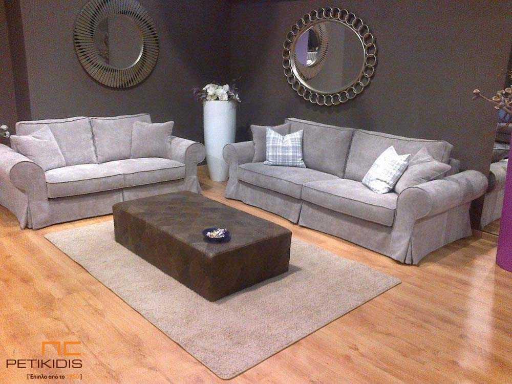 Σαλόνι Makenzy σε νεοκλασικό ύφος. Άνεση στο κάθισμα αλλά και στο καθάρισμα του καναπέ αφού το ύφασμα αφαιρείται τόσο από τη βάση όσο και από τα μαξιλάρια. Ύφασμα αλέκιαστο και αδιάβροχο σε εκρού χρώμα.
