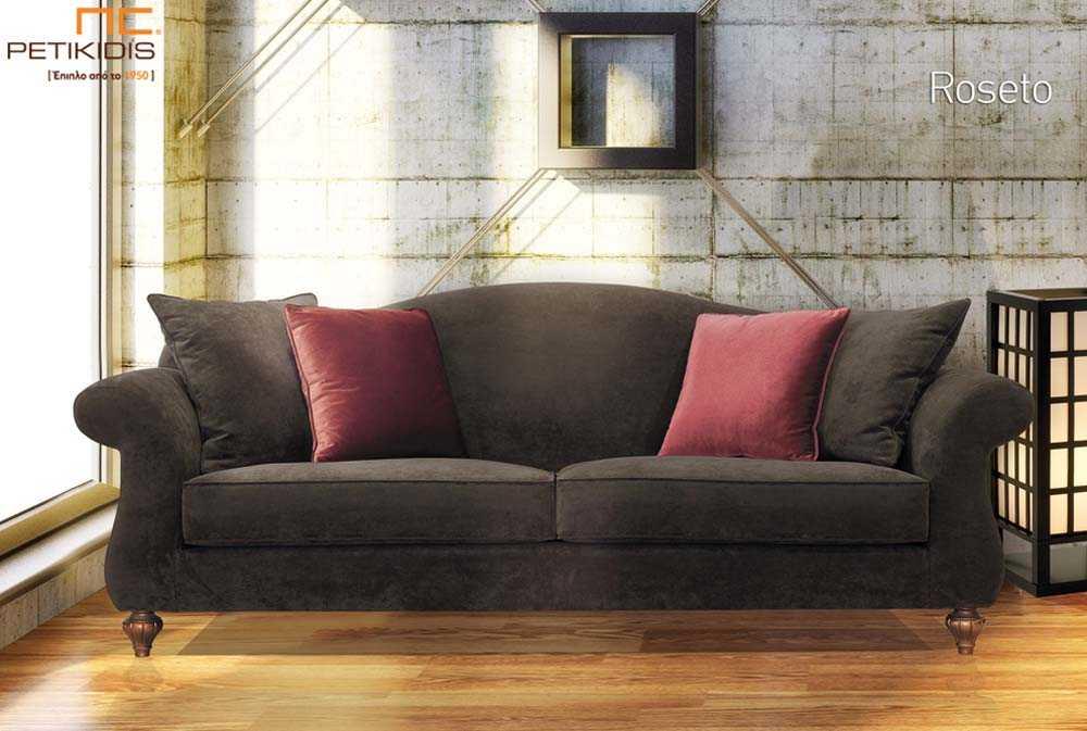 Σαλόνι Roseto σε νεοκλασικό ύφος με βελούδινο καφέ αδιάβροχο ύφασμα.