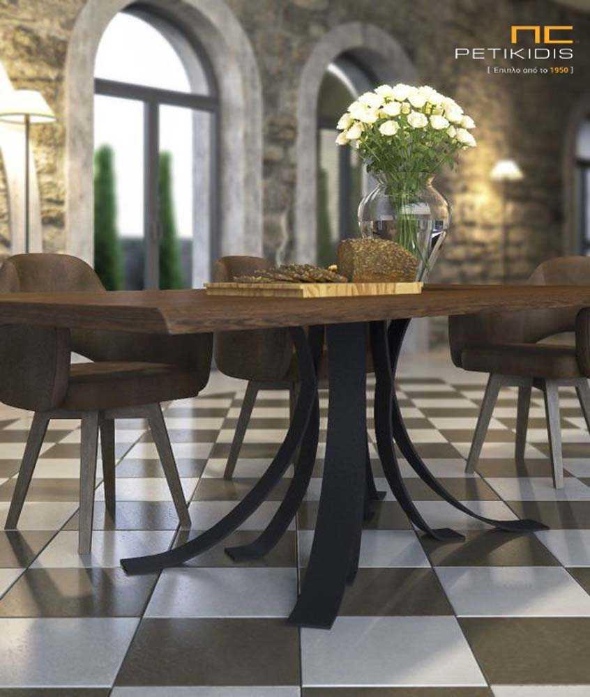 Τραπέζι Antico από μασίφ ξύλο δρυς και μεταλλική βάση. Καρεκλοπολυθρόνες Νο130 σε αλέκιαστο και αδιάβροχο ύφασμα.