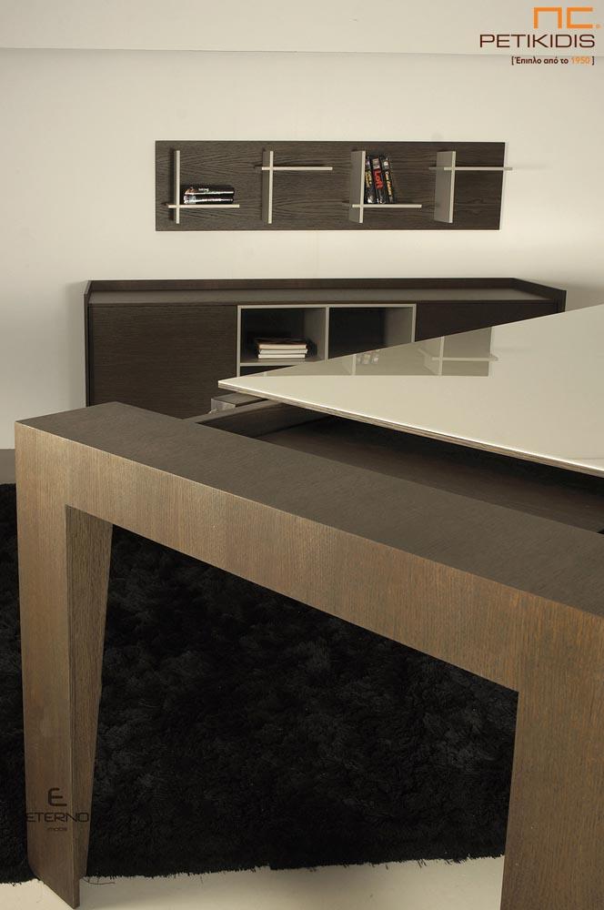 Τραπέζι Aria σε ξύλο δρυς με τζάμι στο καπάκι.Διαθέτει δυνατότητα προέκτασης.Λεπτομέρεια προέκτασης.