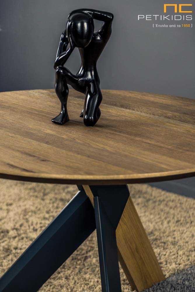 Τραπέζι ροτόντα Flex από ξύλο ρουστίκ δρυς με λεπτομέρειες στα πόδια λάκα. Λεπτομέρεια ποδιών. Λεπτομέρεια.