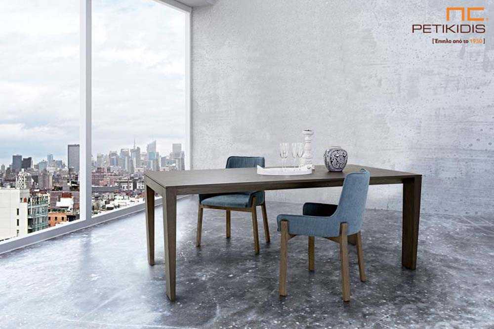 Τραπέζι Gill σε ξύλο δρυς με δυνατότητα προέκτασης. Καρέκλες Avol σε αλέκιαστο και αδιάβροχο ύφασμα.