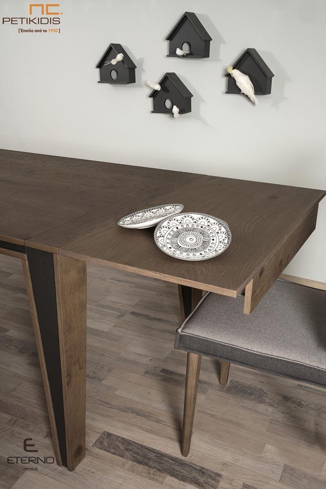 Τραπεζαρία Harmony από ξύλο δρυς και λεπτομέρειες με λάκα.Διαθέτει δυνατότητα προέκτασης. Καρέκλες Hrmony με διπλό χρώμα στο ύφασμα. Λεπτομέρεια προέκτασης.