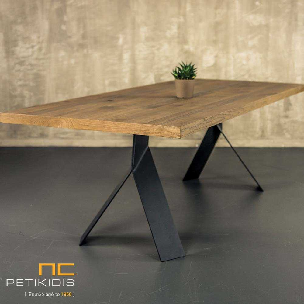 Τραπέζι Joy με καπάκι από ξύλο δρυς ρουστίκ και μεταλλικά πόδια.