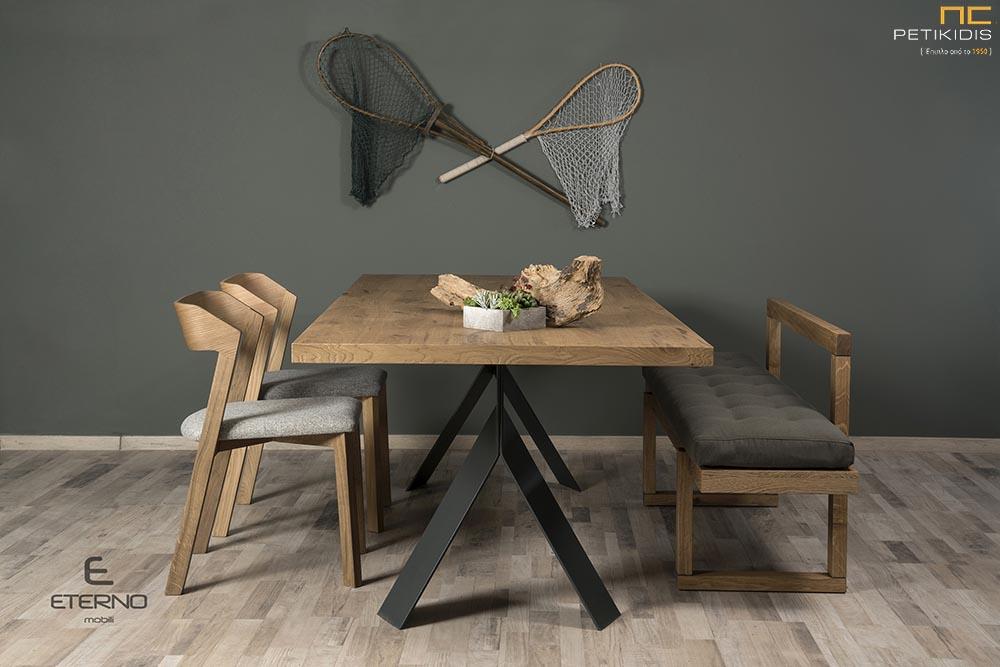 Τραπέζι Joy με καπάκι από ξύλο δρυς και μεταλλικά πόδια.Καρέκλες από ξύλο δρυς Happy και πάγκος Joy με ύφασμα αλέκιαστο και αδιάβροχο.