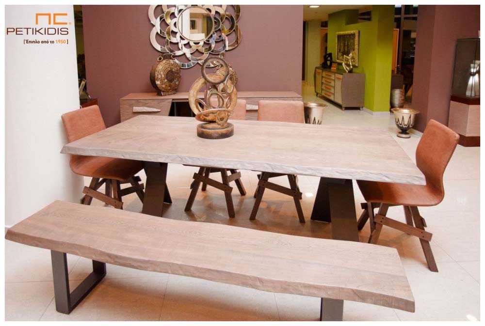 Τραπεζαρία Prestige με μασίφ δρυς ξύλο.Η βάση του είναι μεταλλική και έχει δυνατότητα να συνδυαστεί με καρέκλες και πάγκο σε μασίφ ξύλο.