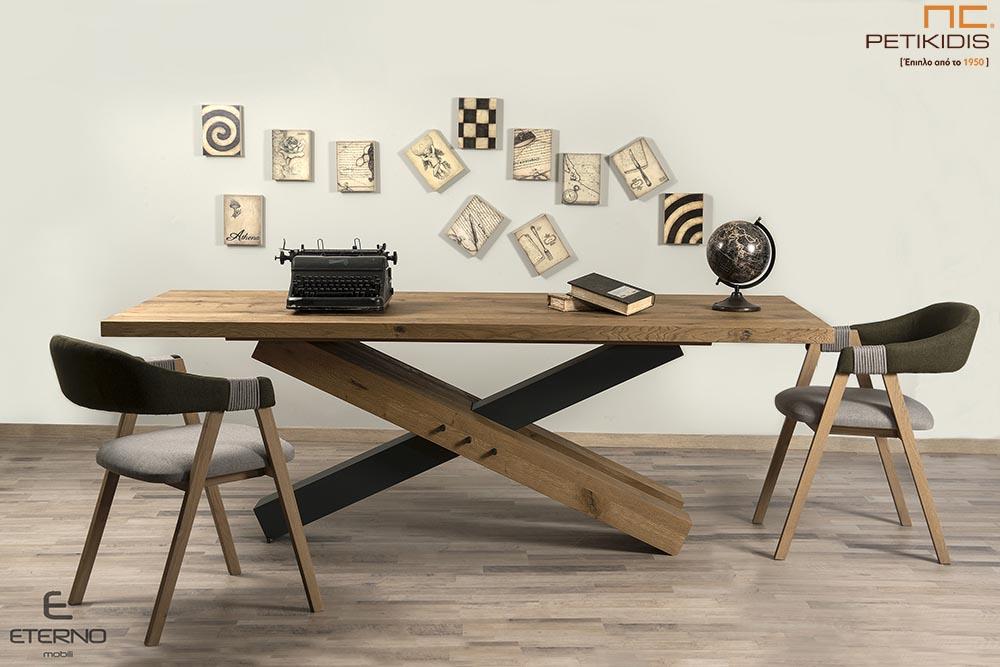 Τραπέζι RUBIC από ξύλο ρουστίκ δρυς και διακοσμητική λάκα με κεντρικό πόδι.Διαθέτει δυνατότητα προέκτασης. Καρέκλες Rubic με αλέκιαστο και αδιάβροχο ύφασμα.