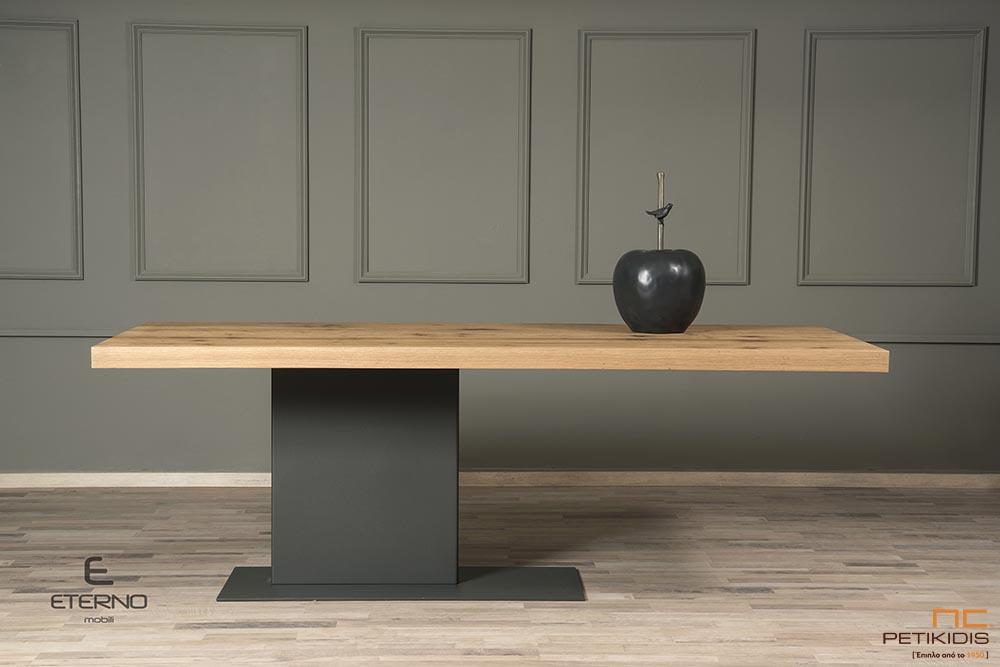 Τραπέζι WOOD από δρυς ρουστίκ και κεντρικό πόδι από λάκα ματ. Διαθέτει δυνατότητα προέκτασης.