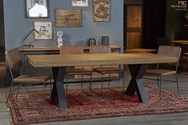 Τραπέζι West Μασίφ Ξύλο Δρυς με Μεταλλικά Πόδια σε Βιομηχανικό Στυλ