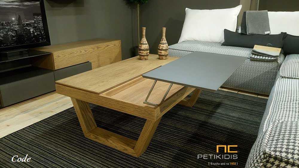 Τραπεζάκι σαλονιού Code από ξύλο δρυς ρουστίκ και λάκα. Διαθέτει σερβιτόρο και αποθηκευτικό χώρο. Λεπτομέρεια.