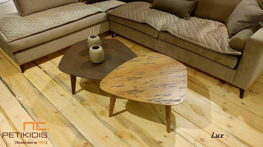 Τραπεζάκι σαλονιού Lux σε συνδυασμό δύο τραπεζιών με διαφορετικό μέγεθος το ένα από ξύλο δρυς και το άλλο από ξύλο δρυς ρουστίκ.
