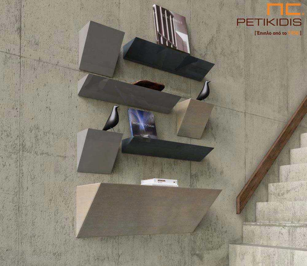 Κονσόλα Double από ξύλο δρυς και λάκα. Ο ιδιαίτερος σχεδιασμός του δημιουργεί μια επιτοίχια σύνθεση με ράφια.Το τελευταίο κομμάτι προς τα κάτω έχει δυνατότητα αποθηκευτικού χώρου.