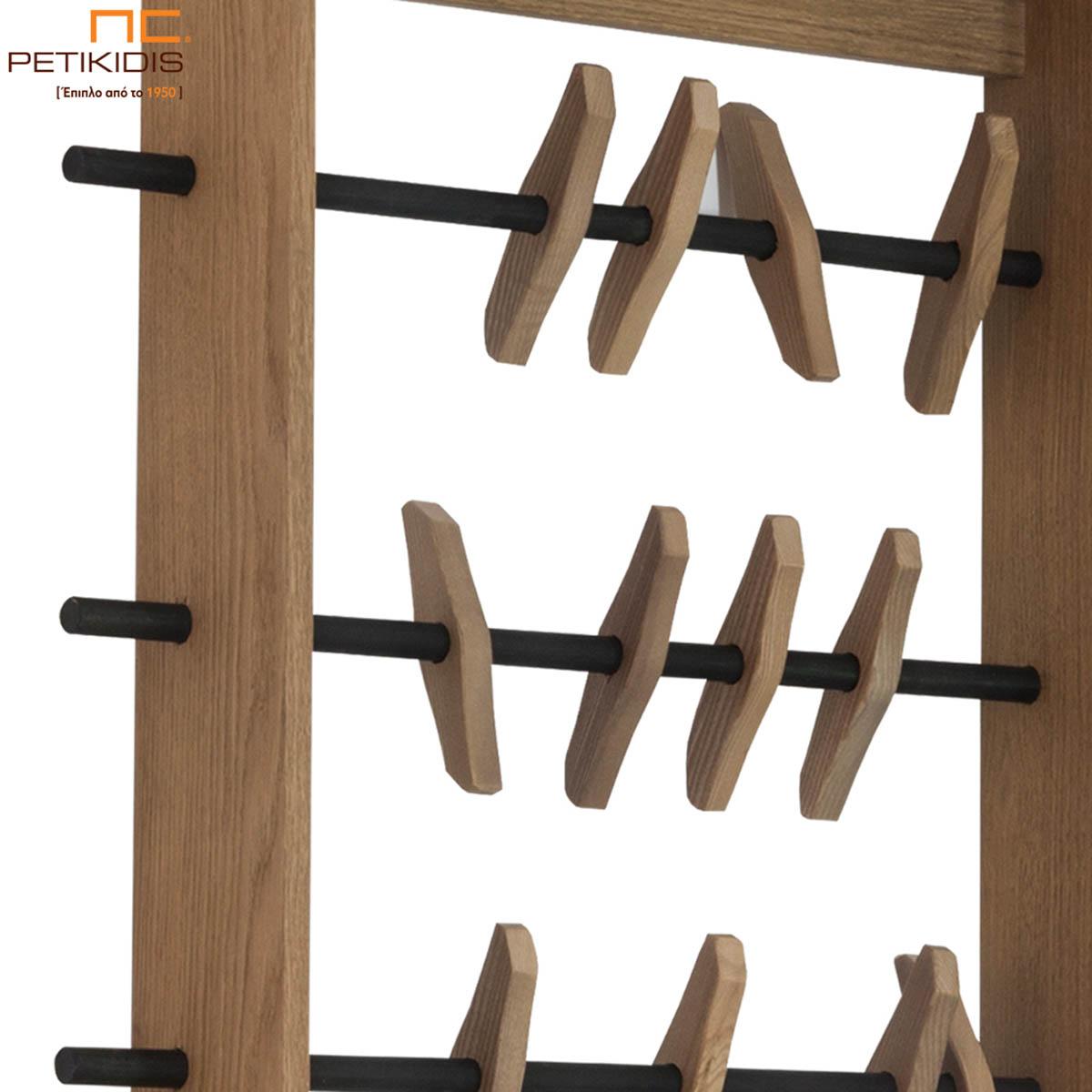Κρεμάστρα Cliff από ξύλο δρυς και μεταλλικά στοιχεία. Ο ιδιαίτερος σχεδιασμός του δίνει μια αισθητική γλυπτού στο χώρο και είναι ιδανικό για χώρους εισόδου, σαλονιού και υπνοδωματίων. Λεπτομέρεια.