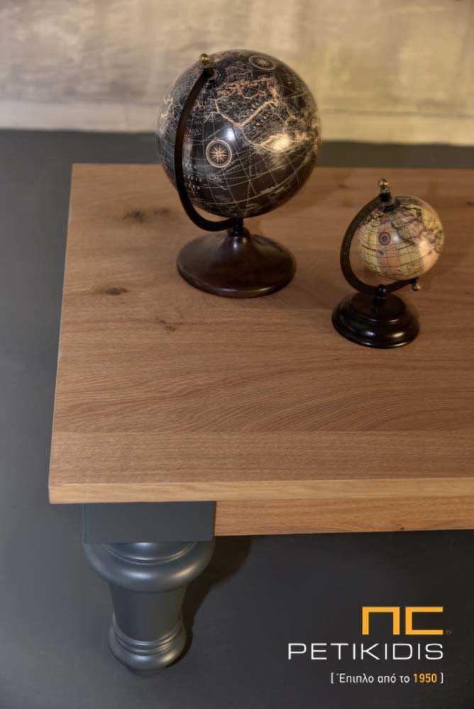 Τραπεζάκι σαλονιού Genova σε ρουστίκ δρυς ξύλο και λάκα. Λεπτομέρεια.