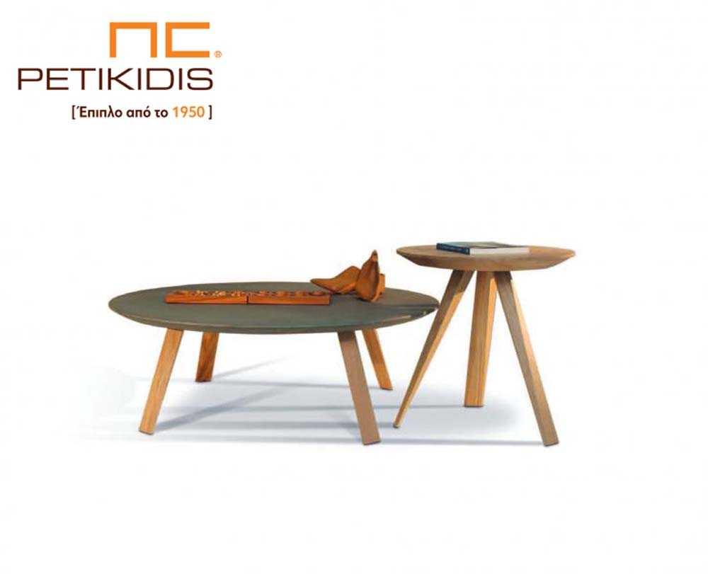 Τραπεζάκια σαλονιού Seven σε ξύλο δρυς και λάκα. Αποτελείται από δύο ξεχωριστά μεγέθη σε πλάτος και ύψος και δίνει τη δυνατότητα πολλών συνδυασμών.