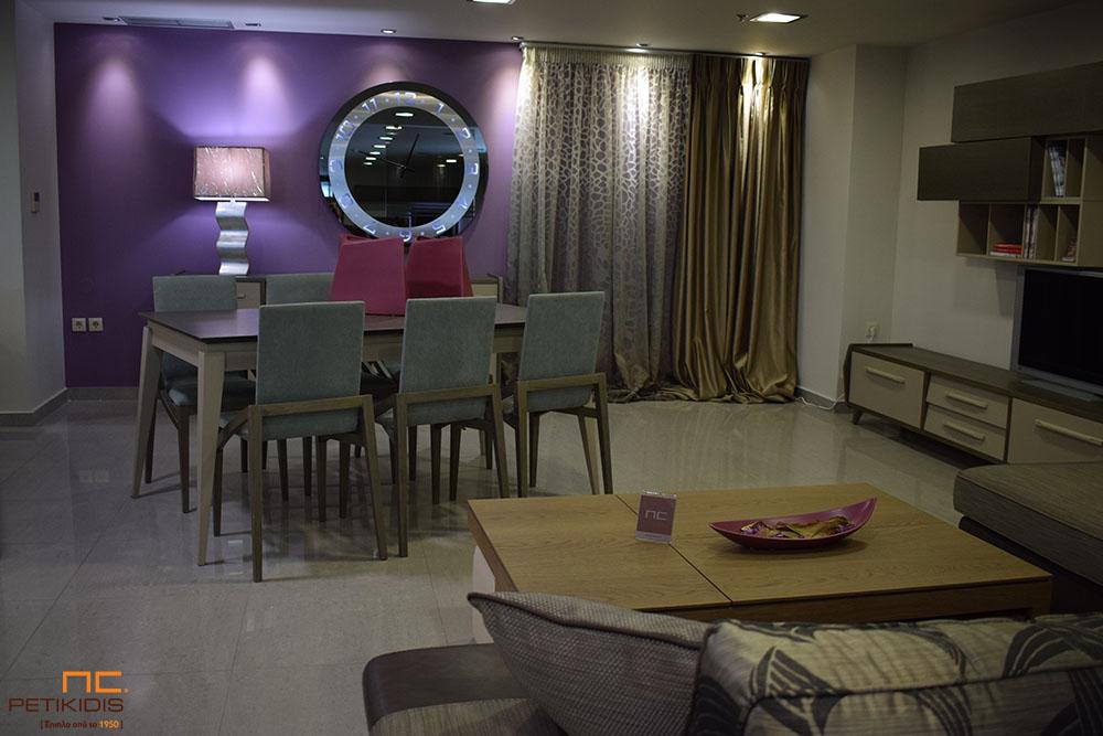 Κουρτίνα διάφανη ντεγκραντέ με χρωματισμούς εκρού, γκρι και καφέ. Πλαϊνή κουρτίνα ταφτάς διπλής όψης σε καφέ και χρυσό χρωματισμό (κωδ. ΚΡΤ276)