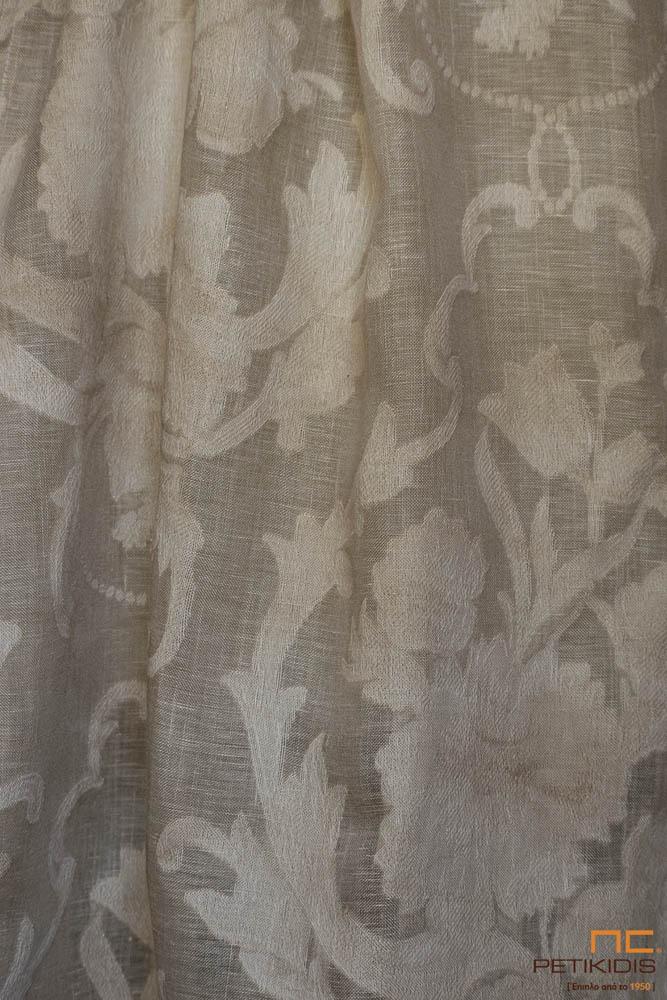 Κουρτίνα λεπτή NoC22/04 σε καφέ εκρού χρώμα σε σε σχέδιο λαχούρι. Το φάρδος της είναι 3,20μ και η σύνθεσή της είναι από 100% λινό. Το σχέδιό της είναι σε νεοκλασικό ύφος με vintage διάθεση.
