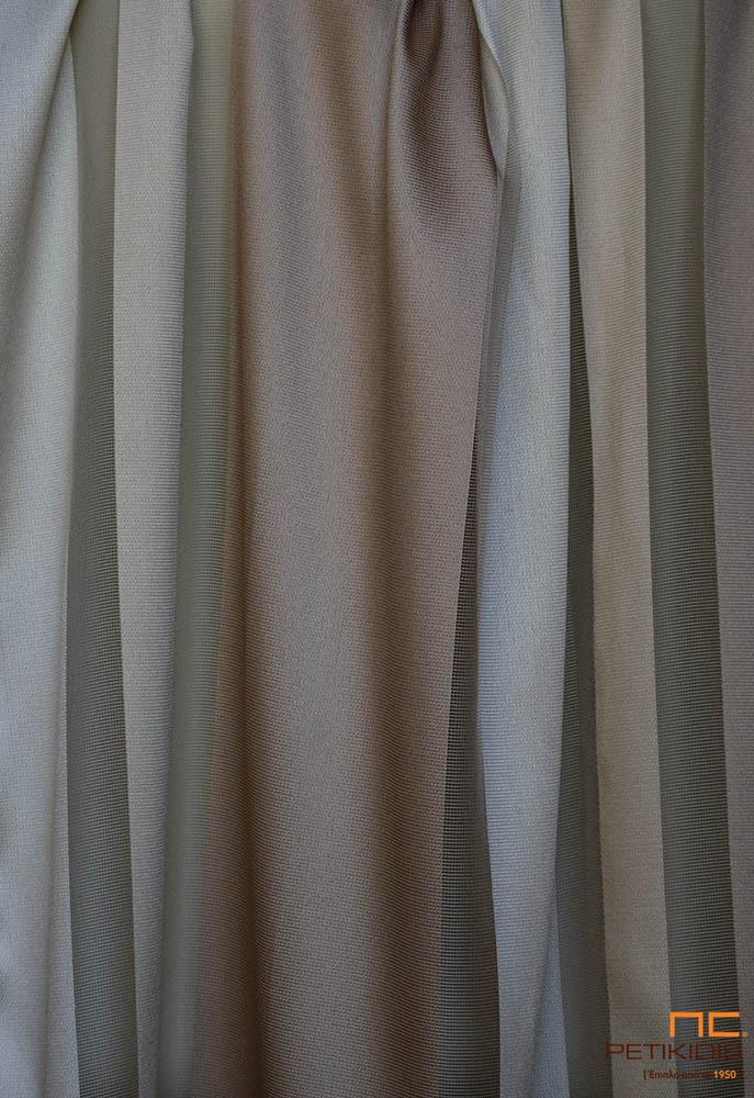 Κουρτίνα λεπτή Νο36/02 με ρίγα σε ανάλαφρη αίσθηση και χρώμα καφέ ανοιχτό, μπεζ, χρυσό και ενδιάμεσα διαφάνειες. Το φάρδος της είναι 3,00μ και η σύνθεσή της είναι 100% polyester. Minimal ύφος για μοντέρνους αλλά και κλασικούς χώρους.