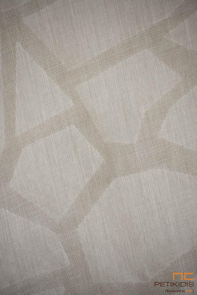 Κουρτίνα λεπτή ΝοC54/02 σε εκρού και μπεζ αποχρώσεις με ακανόνιστα γεωμετρικά σχήματα. Το φάρδος της είναι 3,30μ και η σύθνεσή της είναι 20% λινό και 80%polyester. Λεπτομέρεια.