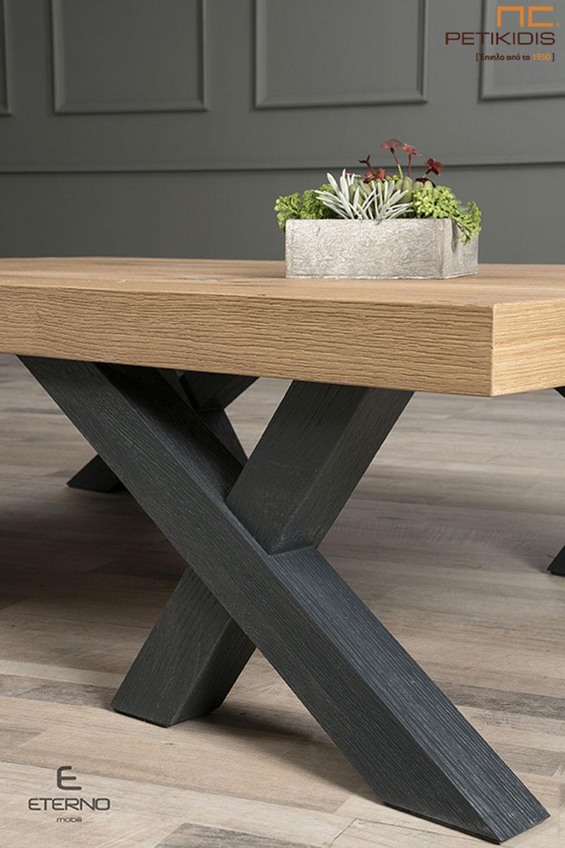 Τραπεζάκι σαλονιού Opus από ξύλο δρυς ρουστίκ και λάκα. Λεπτομέρεια.
