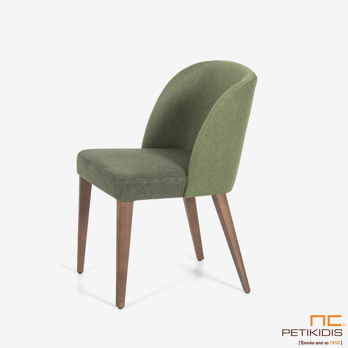 Καρέκλα Marien A93 με ξύλινη μασίφ βάση και υφασμάτινη πλάτη. Το ύφασμα είναι σε δύο αποχρώσεις του πράσινου σκούρο στο κάθισμα και ανοιχτόχρωμο στην πλάτη.