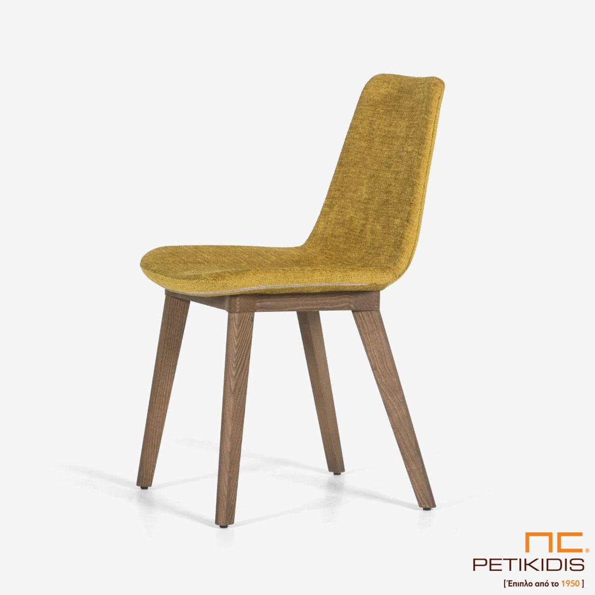 Καρέκλα Pilla A92 με μασίφ ξύλινη βάση και ύφασμα σε κίτρινο χρώμα αδιάβροχο και αλέκιαστο.