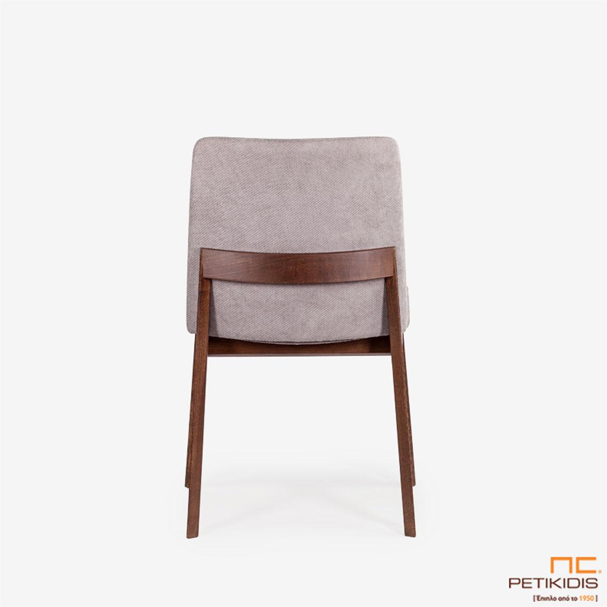 Καρέκλα Talia με ξύλινη βάση και ιδιαίτερη ξύλινη λεπτομέρεια στην πλάτη.Το ύφασμα είναι αδιάβροχο και αλέκιαστο σε γκρι τόνους. Λεπτομέρεια.