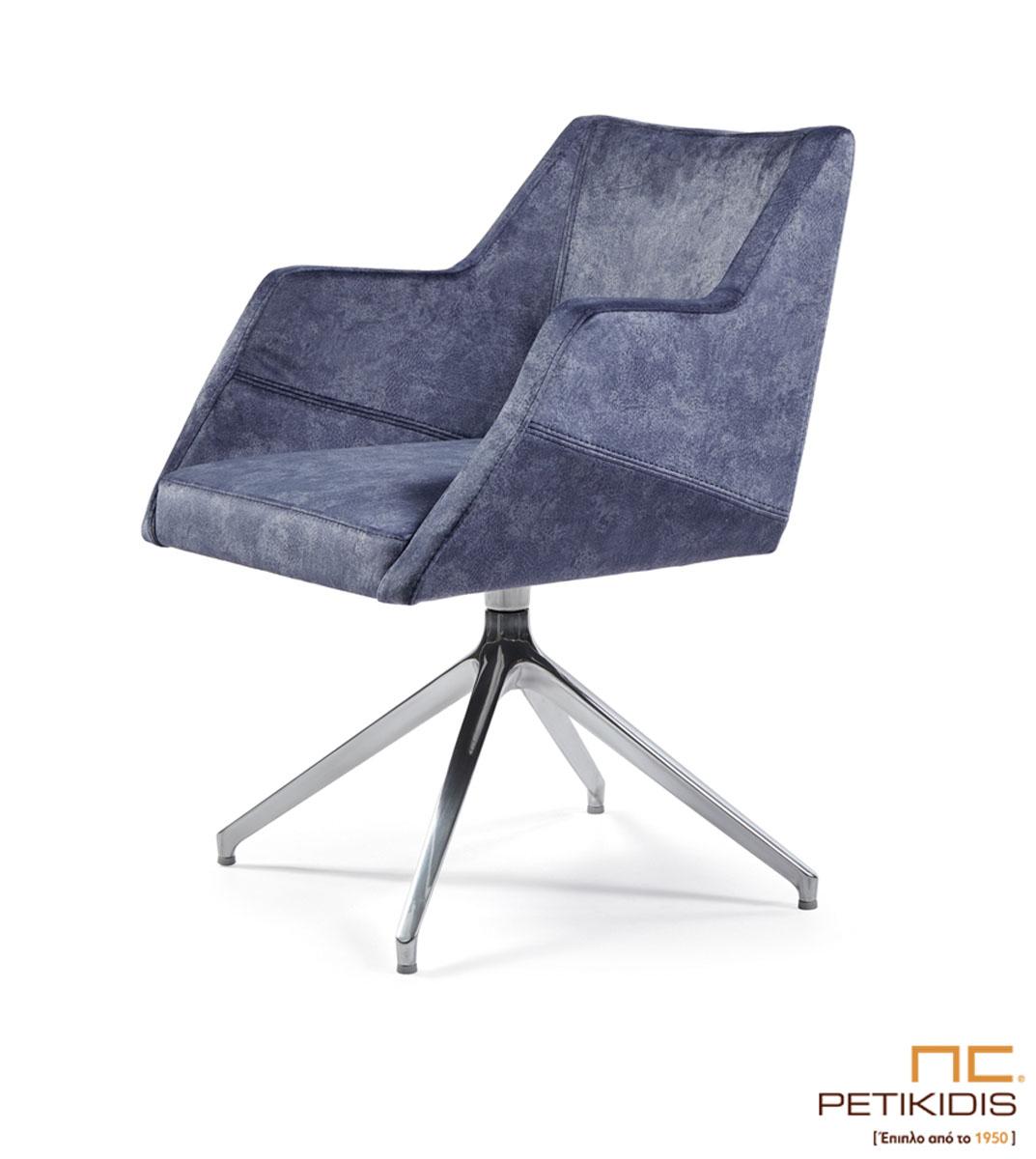 Καρεκλοπολυθρόνα Νο243-29 με μεταλλική βάση . Μπορούν άνετα να χρησιμοποιηθούν και ως καρέκλες συνομιλητού σε εργασιακό χώρο. Ιδιαίτερη άνεση και σχεδιασμός. Το ύφασμα είναι σε γκρι μπλε τόνους αλέκιαστο και αδιάβροχο.