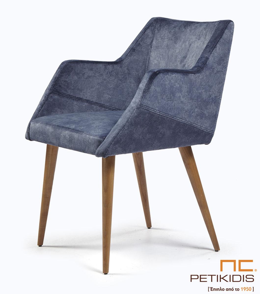 Καρεκλοπολυθρόνα Νο243-35 με μασίφ ξύλινη βάση . Μπορούν άνετα να χρησιμοποιηθούν και ως καρέκλες συνομιλητού σε εργασιακό χώρο. Ιδιαίτερη άνεση και σχεδιασμός. Το ύφασμα είναι σε γκρι μπλε τόνους αλέκιαστο και αδιάβροχο.
