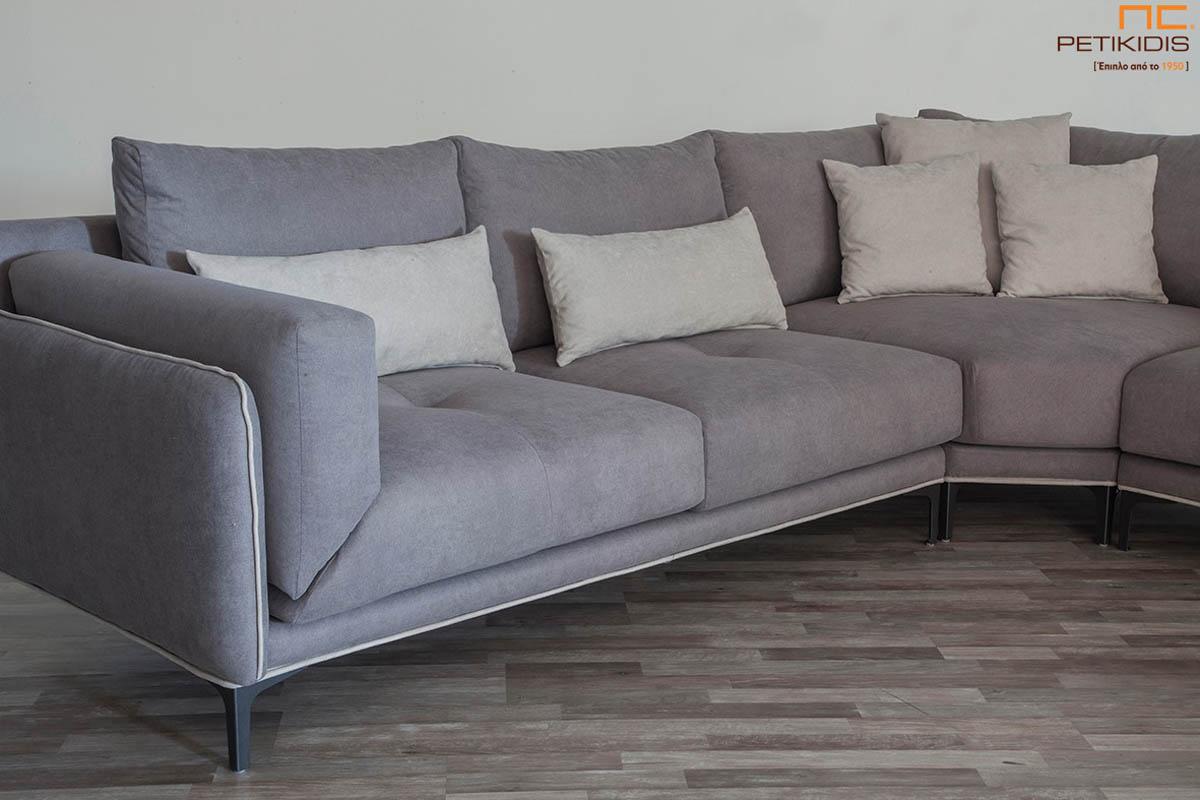Σαλόνι γωνία Galaxy με φάλτσα γωνία για μεγαλύτερη άνεση στο κάθισμα. Το σαλόνι αποτελείται από τρία κομμάτια και ύφασμα σε γκρι τόνους αλέκιαστο και αδιάβροχο. Λεπτομέρεια.